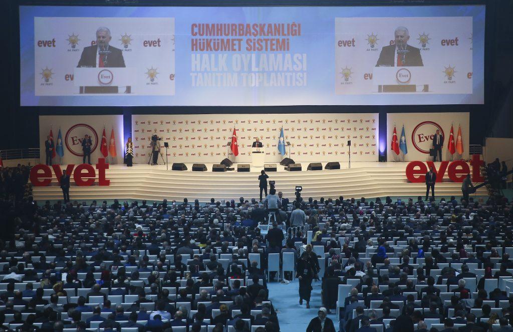 Başbakan Binali Yıldırım, Ankara Arena'da gerçekleştirilen Cumhurbaşkanlığı Hükümet Sistemi Halk Oylaması Kampanya Tanıtım Toplantısına katılarak konuşma yaptı. ( Erçin Top - Anadolu Ajansı )