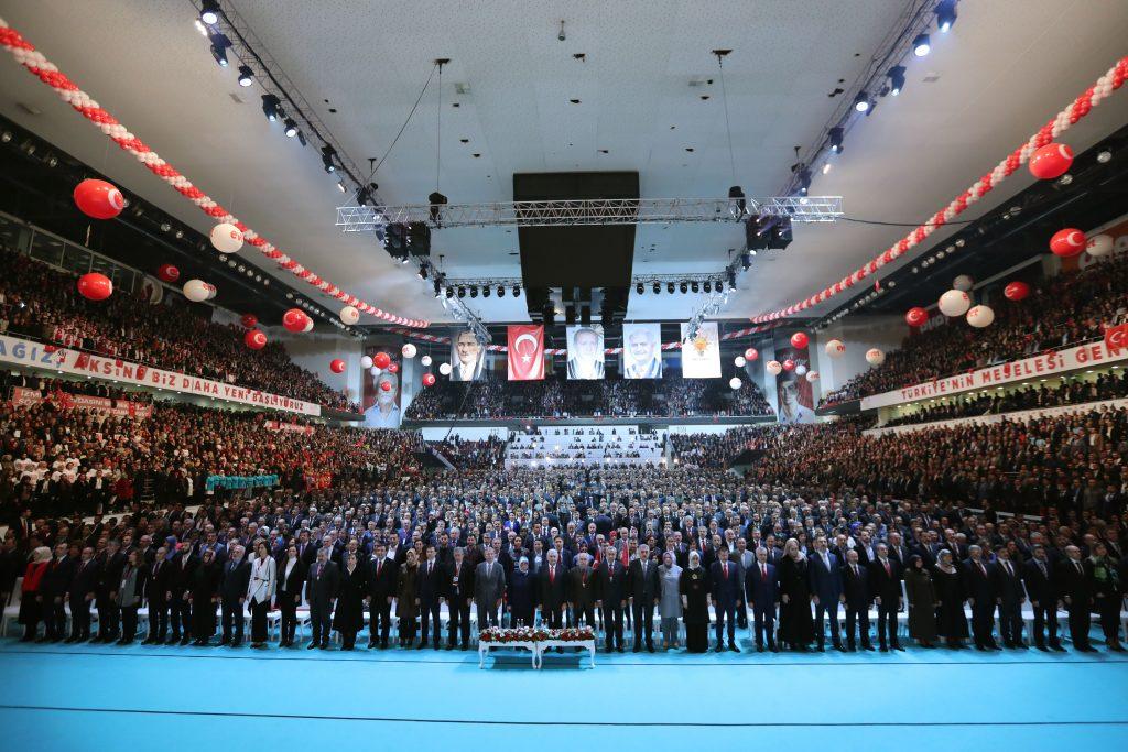 Başbakan Binali Yıldırım, Ankara Arena'da gerçekleştirilen Cumhurbaşkanlığı Hükümet Sistemi Halk Oylaması Kampanya Tanıtım Toplantısına katılarak vatandaşlar ve partilileri selamladı. Başbakan Binali Yıldırım'a eşi Semiha Yıldırım da eşlik etti. ( Hakan Göktepe - Anadolu Ajansı )